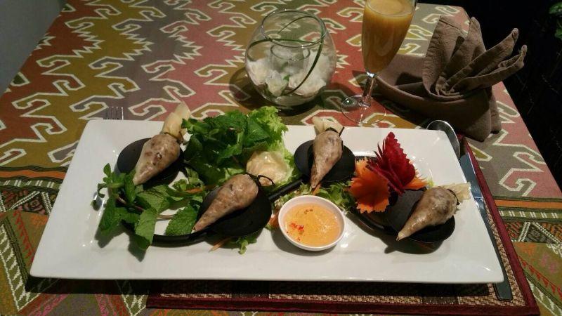 1. Rouleaux de printemps frits farcis aux crevettes et au porc