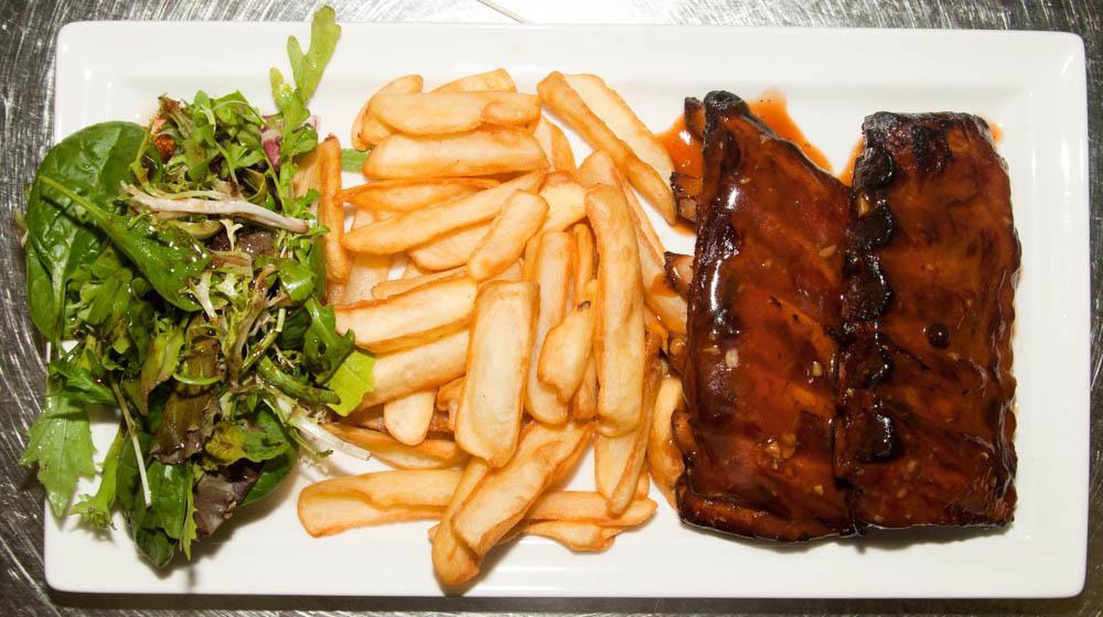 Travers de Porc Ribbs grillés sauce BBQ